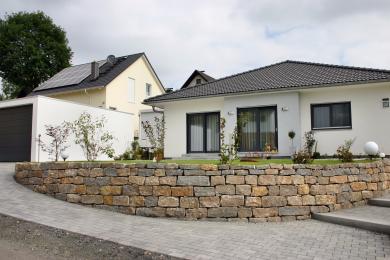 Gartengestaltung mit Trockenmauer