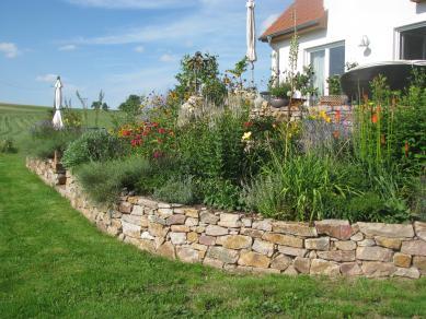 Gartenmauer aus rotem Granit - Gartengestaltung Frank Klemt